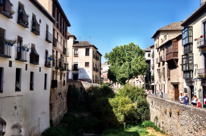 A guide to where to get free tapas with sangria in Granada, Spain.